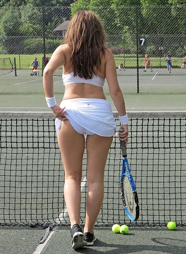 Tennis và trào lưu... vén váy khoe bàn tọa 1