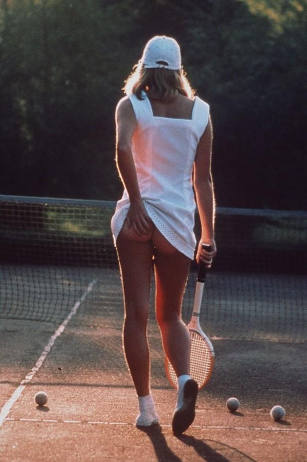 Tennis và trào lưu... vén váy khoe bàn tọa 2