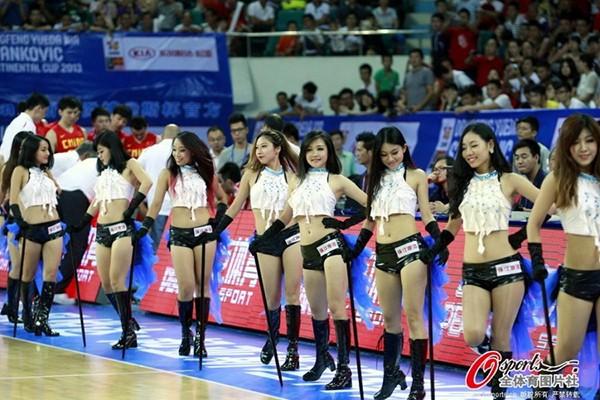 Dàn hoạt náo viên nóng bỏng của tuyển bóng rổ Trung Quốc 1