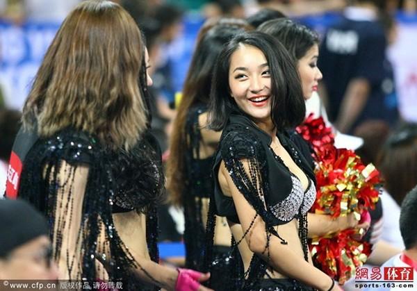 Dàn hoạt náo viên nóng bỏng của tuyển bóng rổ Trung Quốc 6