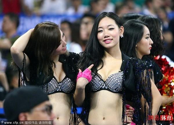 Dàn hoạt náo viên nóng bỏng của tuyển bóng rổ Trung Quốc 9