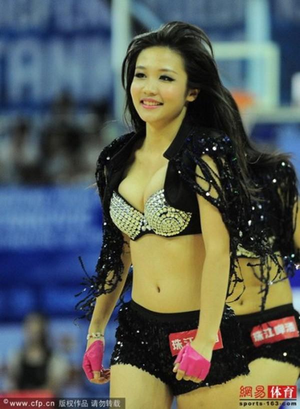 Dàn hoạt náo viên nóng bỏng của tuyển bóng rổ Trung Quốc 10