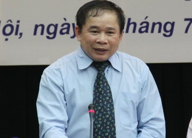 Thứ trưởng Bộ GD&ĐT Bùi Văn Ga trả lời báo chí chiều 10/7. Ảnh: gdtd.vn