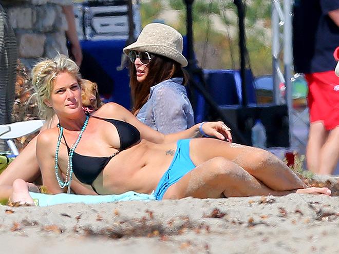 Những mỹ nhân không tuổi với... bikini
