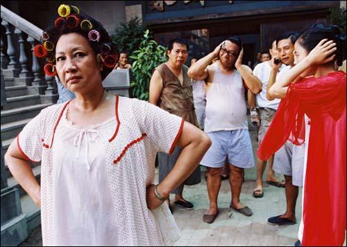Hình ảnh bà chủ nhà ấn tượng trong phim Tuyệt đỉnh kungfu của nữ nghệ sĩ Nguyên Thu.
