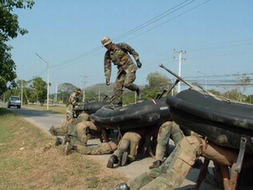 Màn tra tấn thể chất của đặc nhiệm Thái