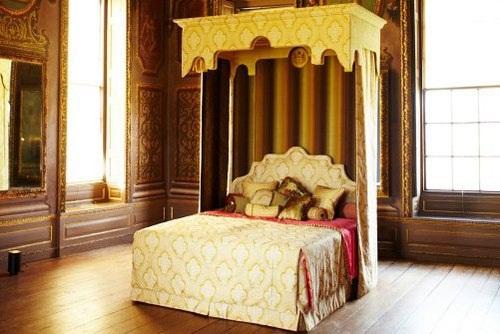 Đại gia U70 6 vợ đặt mua chiếc giường đắt nhất thế giới