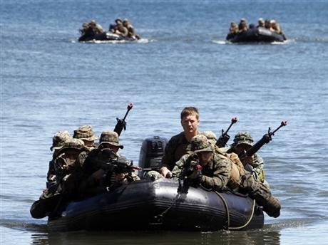 Hải quân Mỹ và Philippines trong đợt tập trận chung ở vùng biển tây Philippines . Ảnh: Reuters