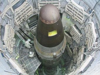 Tên lửa đạn đạo mang đầu đạn hạt nhân Minuteman của Mỹ trong giếng phóng