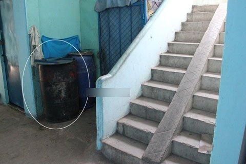 Tự sinh trong phòng trọ, nữ công nhân bỏ con thùng rác
