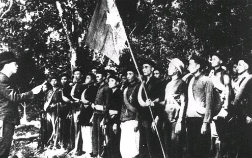 Ngày 22/12/1944, tại Cao Bằng, Đội Việt Nam tuyên truyền giải phóng quân làm lễ thành lập với 34 chiến sĩ, do Võ Nguyên Giáp trực tiếp chỉ huy.
