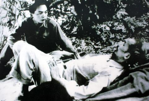 Trên đường đi chiến dịch Biên Giới, đại tướng thăm Chủ tịch Hồ Chí Minh (1950).