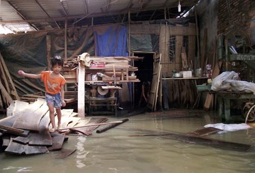 Làng gốm cổ Thổ Hà chìm trong trận lụt lịch sử