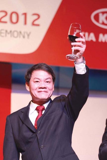 Dù đã nhường lại ghế Tổng Giám đốc song điều lệ doanh nghiệp đã được sửa đổi để ông Trần Bá Dương tiếp tục là người đại diện theo pháp luật của Trường Hải Ô tô