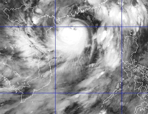 Hình ảnh vệ tinh bão Utor.