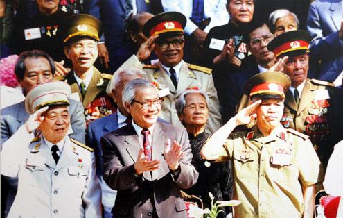 Đại tướng Võ Nguyên Giáp dự lễ kỷ niệm 20 năm ngày Miền Nam hoàn toàn giải phóng (1975-1995).