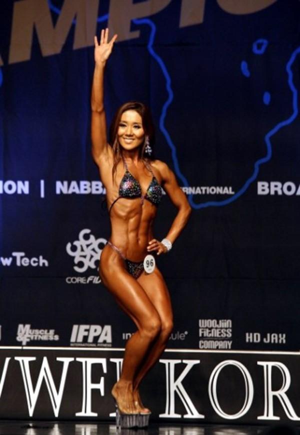 """Lạ mắt cuộc thi hoa hậu """"cơ bắp"""" tại Hàn Quốc 11"""