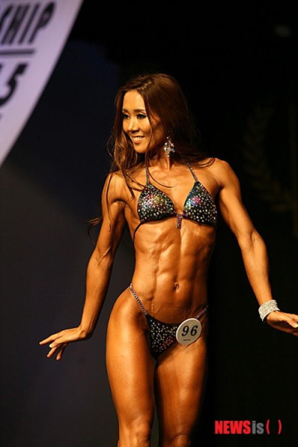 """Lạ mắt cuộc thi hoa hậu """"cơ bắp"""" tại Hàn Quốc 17"""