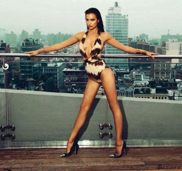 Bỏng mắt với loạt ảnh chèn ép ngực đầy khêu gợi của Irina Shayk 2