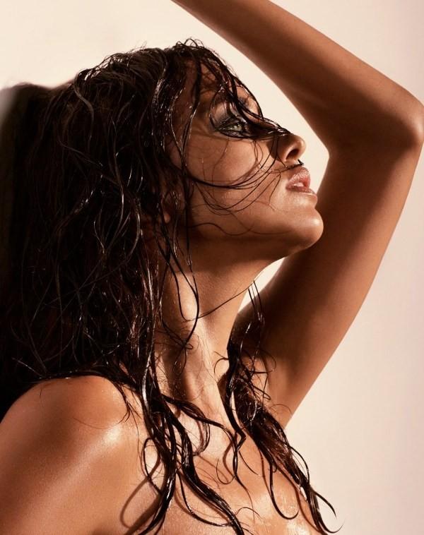 Bỏng mắt với loạt ảnh chèn ép ngực đầy khêu gợi của Irina Shayk 12