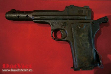 Khẩu súng ngắn Đại Tướng Võ Nguyên Giáp đã sử dụng trong các trận đánh tiêu diệt hai đồn Phay Khắt và Nà Ngần (Cao Bằng).
