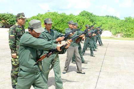 Kiểm tra động tác khám súng tiểu liên AK