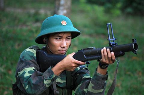 Bắn súng M79 ở tư thế quỳ bắn không bệ tỳ