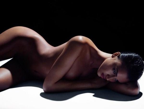Lộ ảnh Irina Shayk hờ hững lấy tay che ngực khủng 8