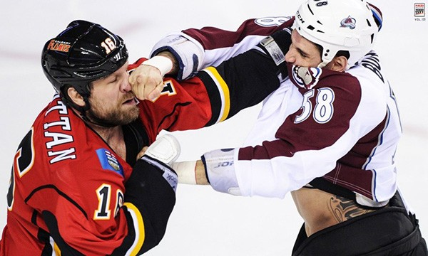 """Những """"trận chiến"""" đẫm máu trên sân băng Hockey 5"""