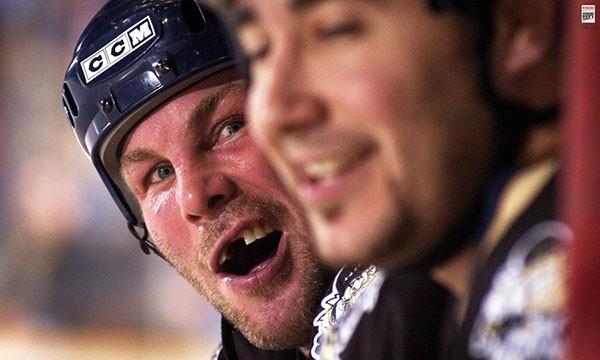 """Những """"trận chiến"""" đẫm máu trên sân băng Hockey 10"""