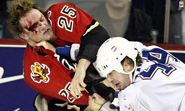 """Những """"trận chiến"""" đẫm máu trên sân băng Hockey 12"""