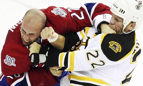 """Những """"trận chiến"""" đẫm máu trên sân băng Hockey 16"""