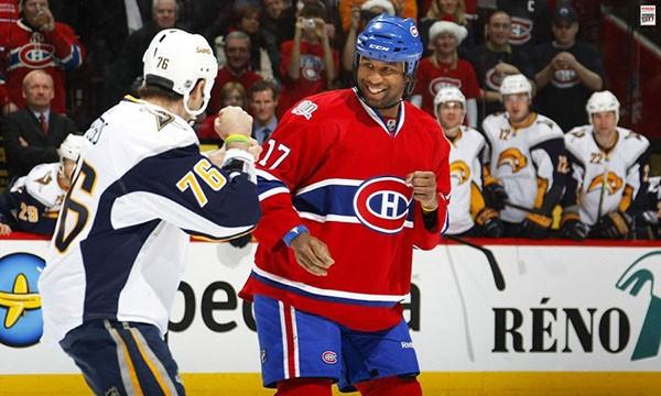 """Những """"trận chiến"""" đẫm máu trên sân băng Hockey 18"""