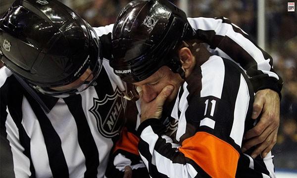 """Những """"trận chiến"""" đẫm máu trên sân băng Hockey 20"""