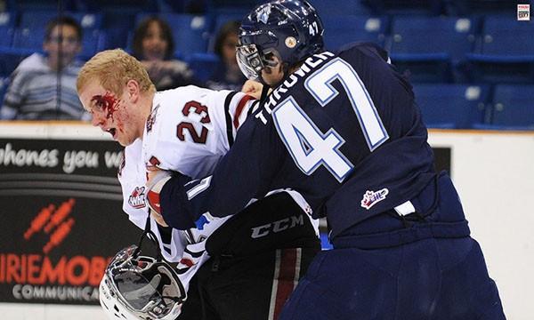"""Những """"trận chiến"""" đẫm máu trên sân băng Hockey 21"""