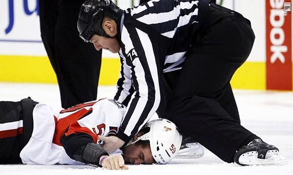 """Những """"trận chiến"""" đẫm máu trên sân băng Hockey 26"""