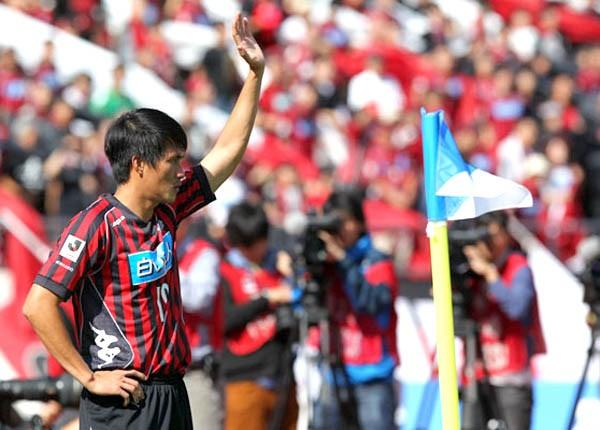 Công Vinh giúp Sapporo bán áo đấu đắt như tôm tươi 1