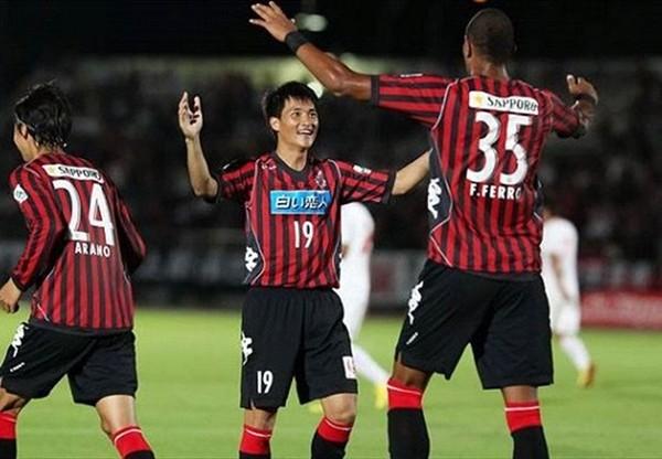 Công Vinh giúp Sapporo bán áo đấu đắt như tôm tươi 4