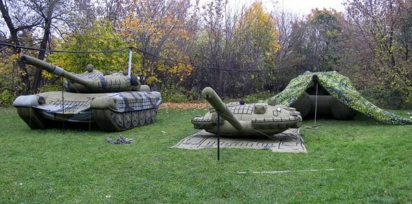 Vũ khí bơm hơi siêu độc tại Nga