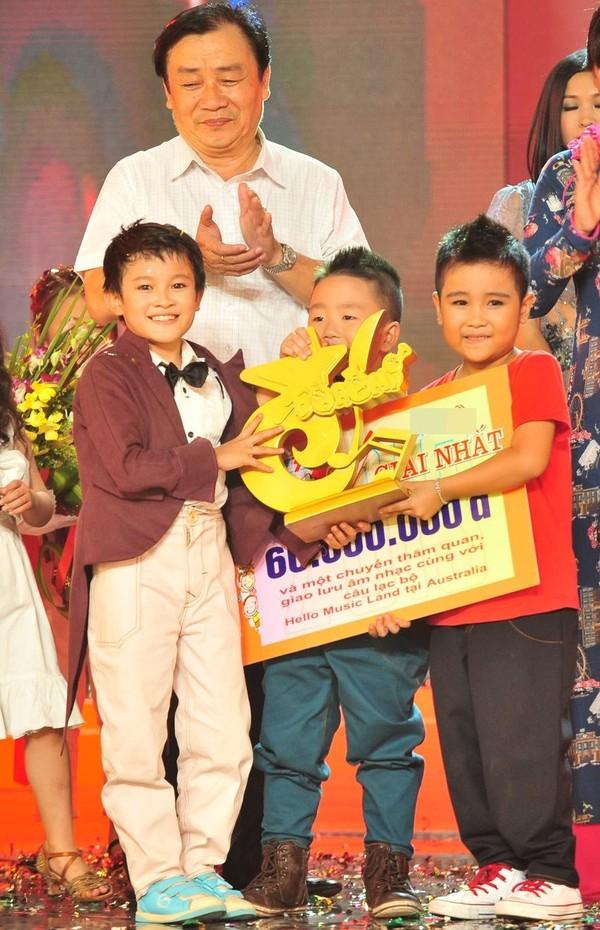 Cậu bé sún răng giành cú đúp giải thưởng Đồ Rê Mí 4