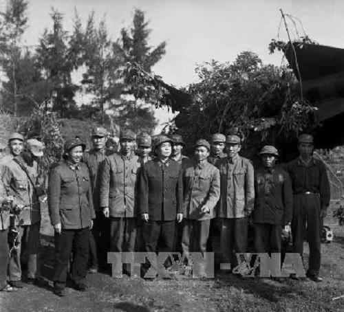 Đại tướng Võ Nguyên Giáp thăm cán bộ, chiến sỹ tiểu đoàn 79 tên lửa bảo vệ Thủ đô