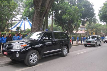 Chiếc xe dẫn đầu đoàn xe quân đội.