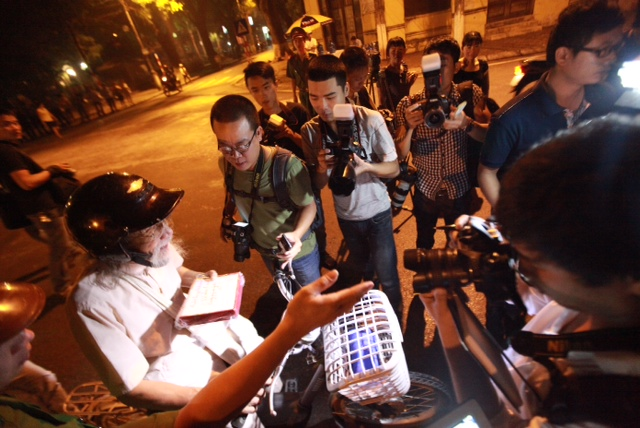 Nhóm phóng viên có mặt từ rất sớm.