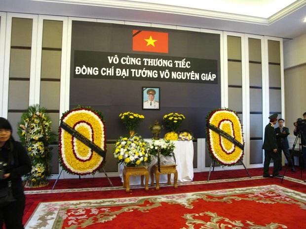 Bàn thờ Đại tướng Võ Nguyên Giáp tại Đại sứ quán Việt Nam ở Trung Quốc (Ảnh: Facebook LHS Việt Nam ở Bắc Kinh)