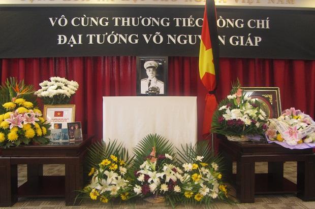 Di ảnh của Đại tướng Võ Nguyên Giáp tại Tổng lãnh sự quán Việt Nam ở Thượng Hải (Ảnh: Lưu học sinh Bùi Xuân Thủy).