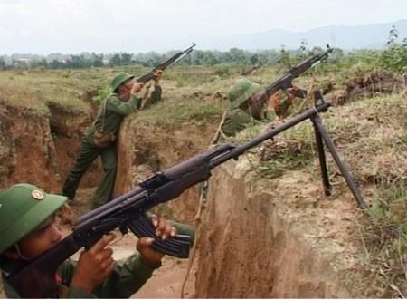 Trung đoàn 741 dàn trận huấn luyện phòng thủ biên giới
