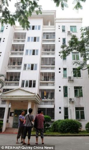 Chủ nhà phát hiện 22,1 tỷ đồng trong nhà sau khi người thuê chuyển đi 5