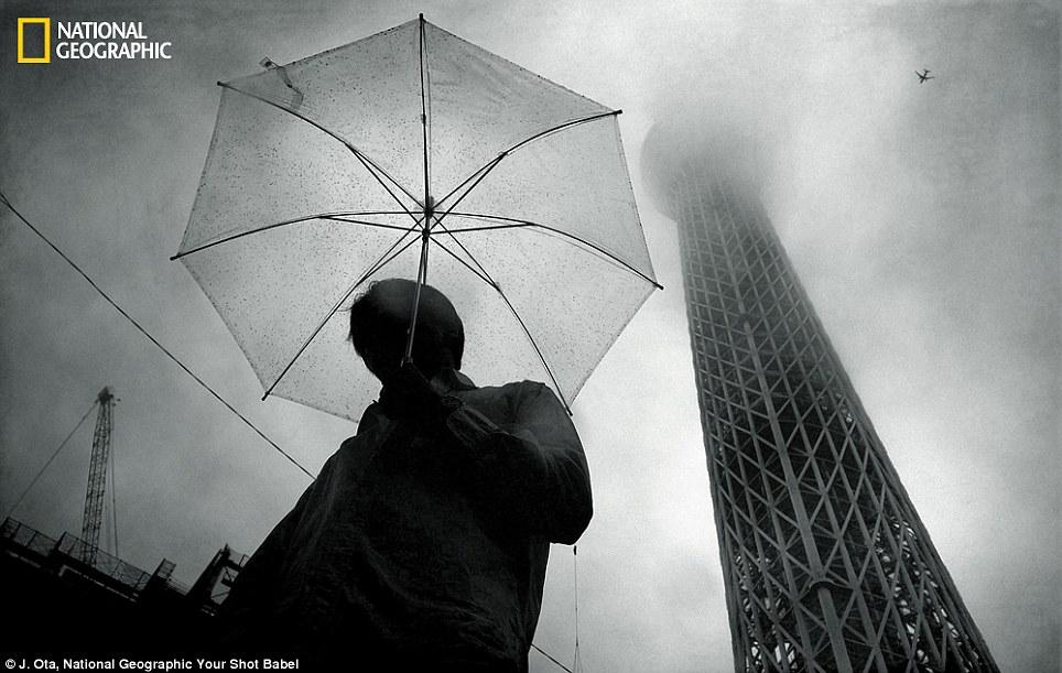 Babel: tháp này đạt lên cho đến nay vào heaves nó diseppears