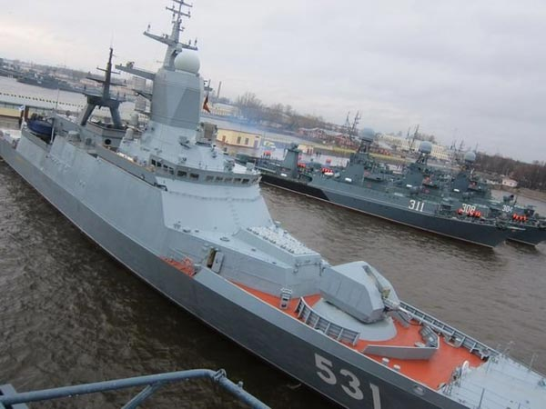 Cận cảnh hệ thống phòng không Redut trên tàu hộ tống Đề án 20380. Tàu hộ tống này có lượng giãn nước tương đương với tàu hộ tống tên lửa Gepard-3.9 của Việt Nam.