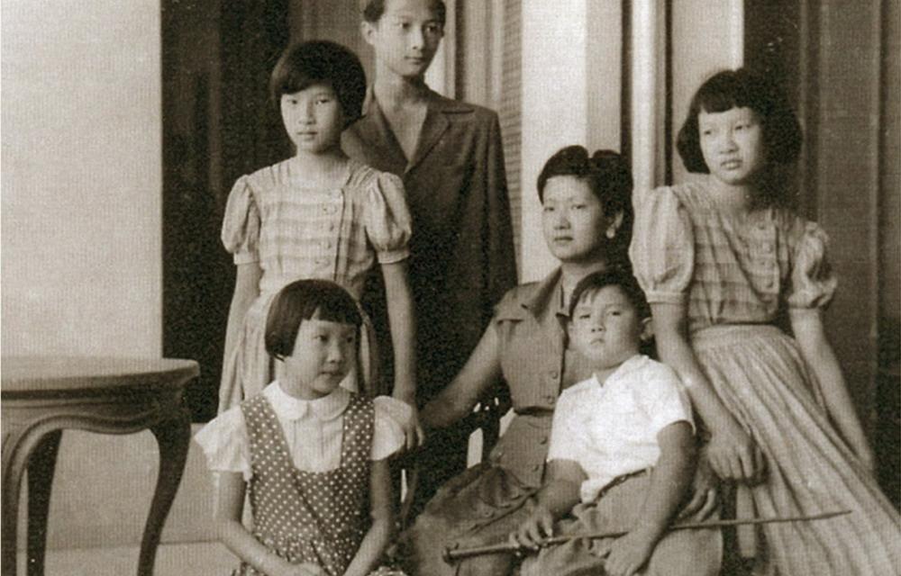 Vẻ đẹp không bị thời gian vùi lấp của bà mẹ 5 con.